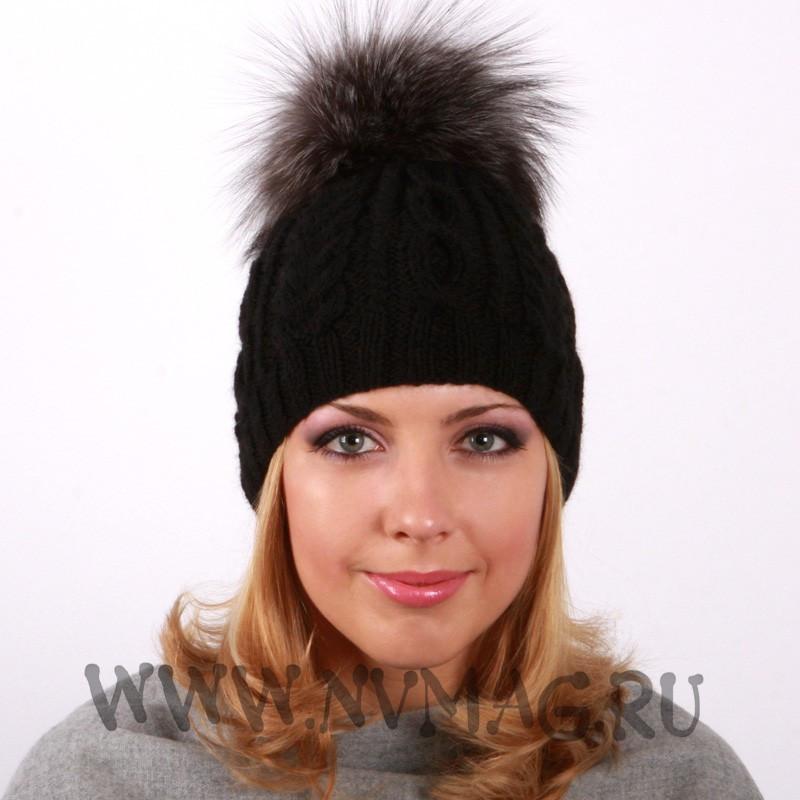 Вязаная шапка с меховым помпоном спицами